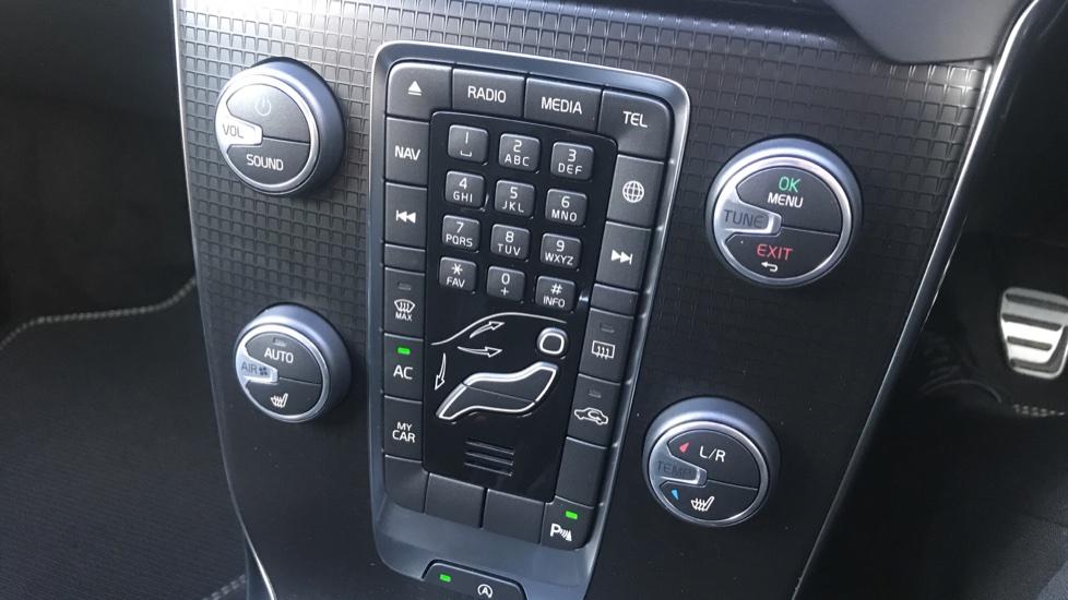 Volvo V40 D2 R Design Pro Edition Manual, Winter Pk, Nav, Rear Camera, F & R Sensors, Bending Lights. image 20