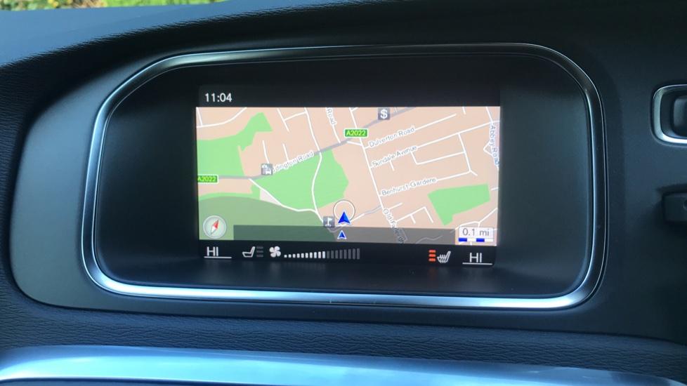 Volvo V40 D2 R Design Pro Edition Manual, Winter Pk, Nav, Rear Camera, F & R Sensors, Bending Lights. image 5
