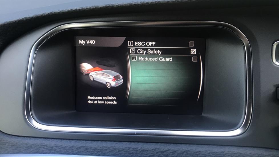 Volvo V40 D2 R Design Pro Edition Manual, Winter Pk, Nav, Rear Camera, F & R Sensors, Bending Lights. image 8