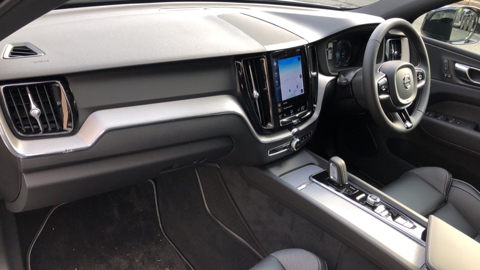 Volvo XC60 T6 Recharge PHEV R Design AWD Auto, Nav, Sunroof, Lounge & Climate Packs, Heated Screen, 360 Camera image 10