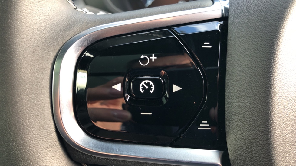 Volvo XC60 T6 Recharge PHEV R Design AWD Auto, Nav, Sunroof, Lounge & Climate Packs, Heated Screen, 360 Camera image 13