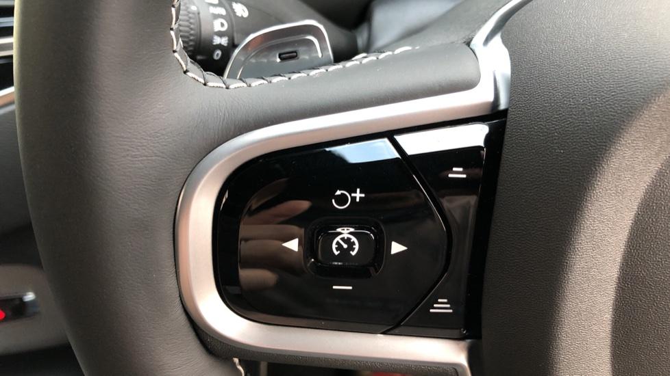 Volvo XC90 B5D Mild Hybrid R Design AWD Auto, Winter & Family Packs, Booster Seat, Harman Kardon, BLIS image 17