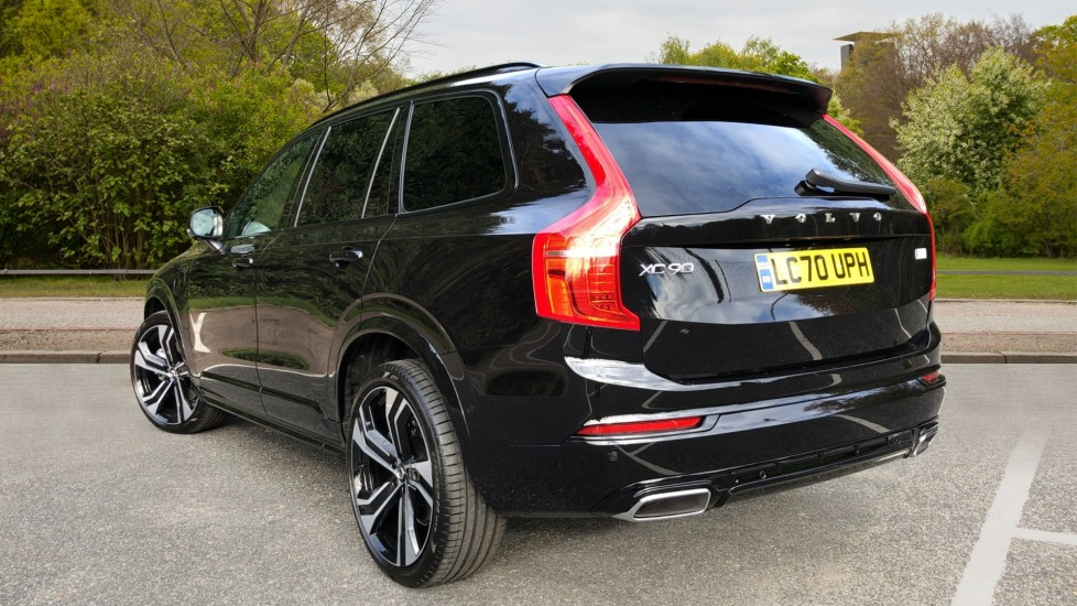 Volvo XC90 T8 Recharge PHEV R Design Pro AWD Auto, Lounge, Climate, Tech & Driver Assist Packs, Sunroof image 4