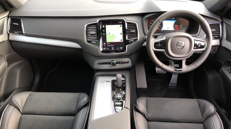 Volvo XC90 T8 Recharge PHEV R Design Pro AWD Auto, Lounge, Climate, Tech & Driver Assist Packs, Sunroof image 11