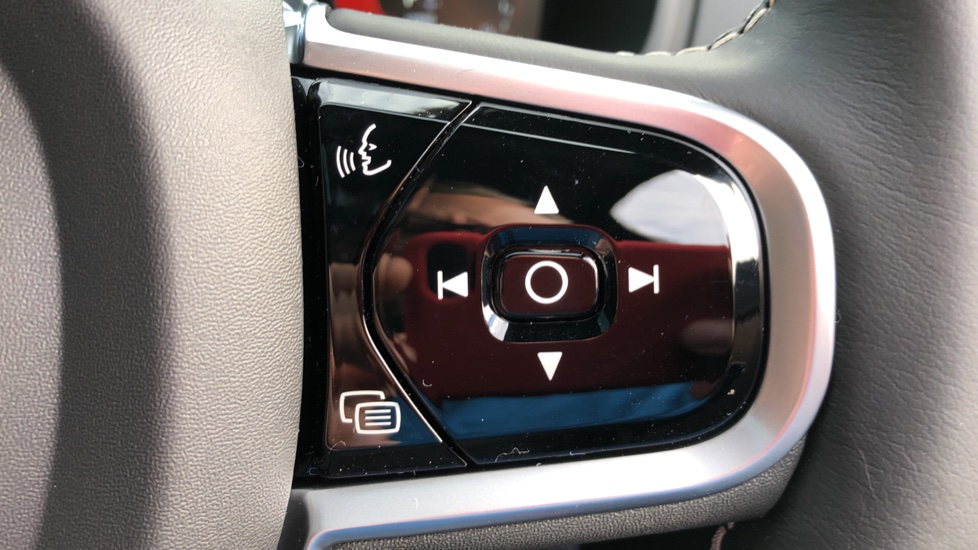 Volvo XC90 T8 Recharge PHEV R Design Pro AWD Auto, Lounge, Climate, Tech & Driver Assist Packs, Sunroof image 18