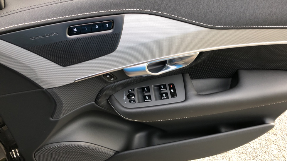 Volvo XC90 T8 Recharge PHEV R Design Pro AWD Auto, Lounge, Climate, Tech & Driver Assist Packs, Sunroof image 40