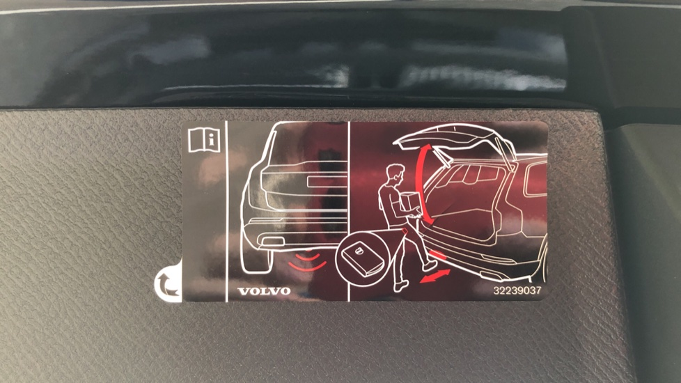 Volvo XC90 T8 Recharge PHEV R Design Pro AWD Auto, Lounge, Climate, Tech & Driver Assist Packs, Sunroof image 38