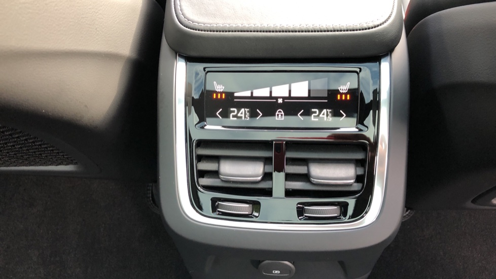 Volvo XC90 T8 Recharge PHEV R Design Pro AWD Auto, Lounge, Climate, Tech & Driver Assist Packs, Sunroof image 25