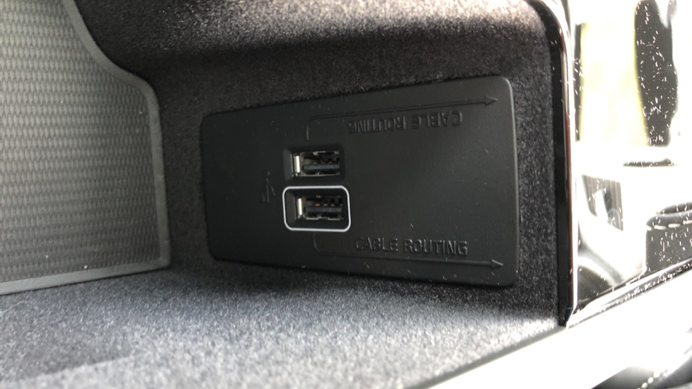 Volvo XC90 T8 Recharge PHEV R Design Pro AWD Auto, Lounge, Climate, Tech & Driver Assist Packs, Sunroof image 32