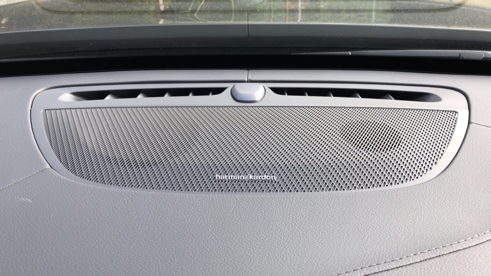 Volvo XC90 T8 Recharge PHEV R Design Pro AWD Auto, Lounge, Climate, Tech & Driver Assist Packs, Sunroof image 7