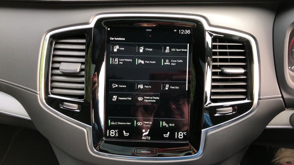 Volvo XC90 T8 Recharge PHEV R Design Pro AWD Auto, Lounge, Climate, Tech & Driver Assist Packs, Sunroof image 34