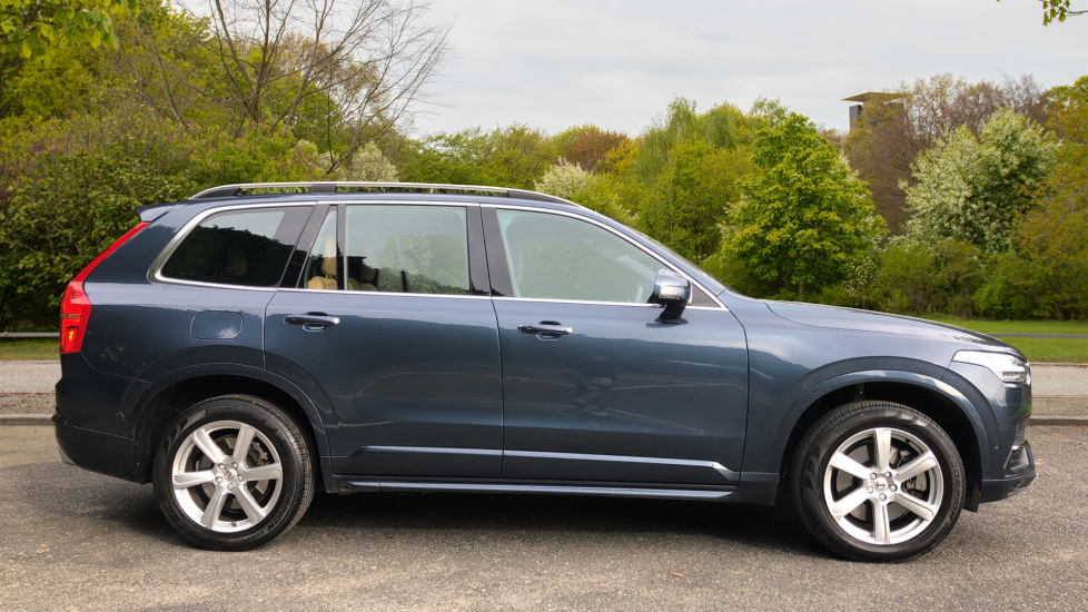 Volvo XC90 T8 Hybrid Momentum Pro Auto, Nav, Xenium Pk, S/Phone Integration, Heated Screen, PanoRoof image 2