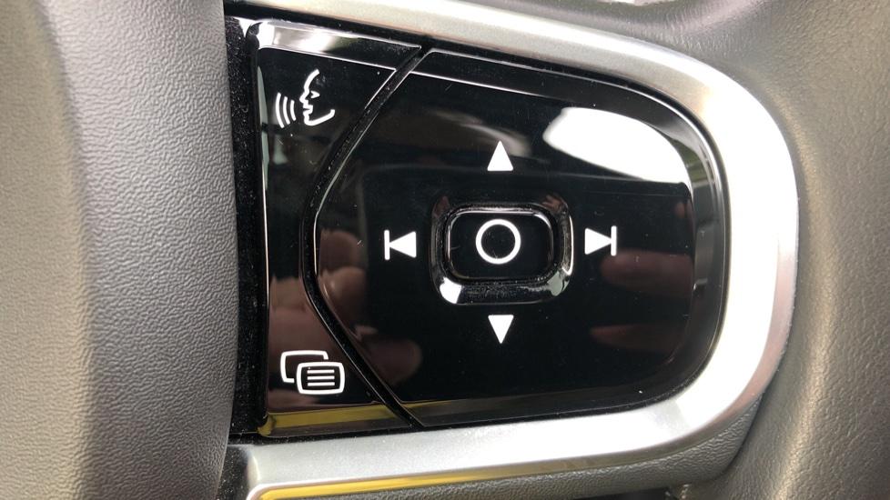 Volvo XC90 T8 Hybrid Momentum Pro Auto, Nav, Xenium Pk, S/Phone Integration, Heated Screen, PanoRoof image 22