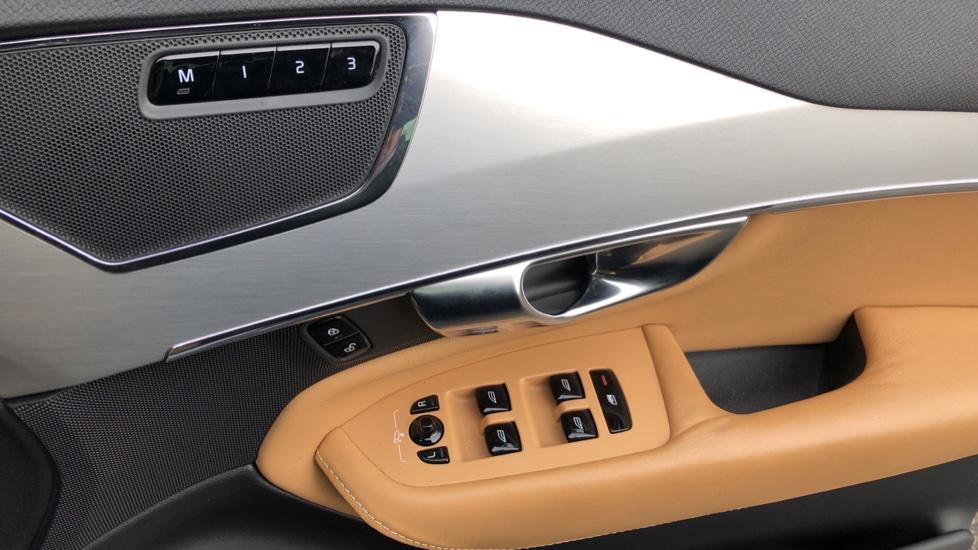 Volvo XC90 T8 Hybrid Momentum Pro Auto, Nav, Xenium Pk, S/Phone Integration, Heated Screen, PanoRoof image 23