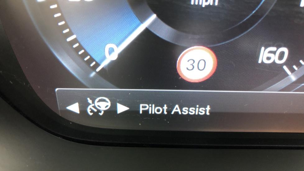 Volvo XC90 T8 Hybrid Momentum Pro Auto, Nav, Xenium Pk, S/Phone Integration, Heated Screen, PanoRoof image 16