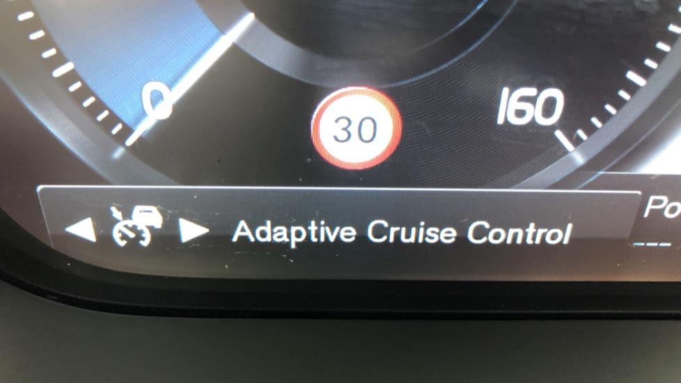 Volvo XC90 T8 Hybrid Momentum Pro Auto, Nav, Xenium Pk, S/Phone Integration, Heated Screen, PanoRoof image 14