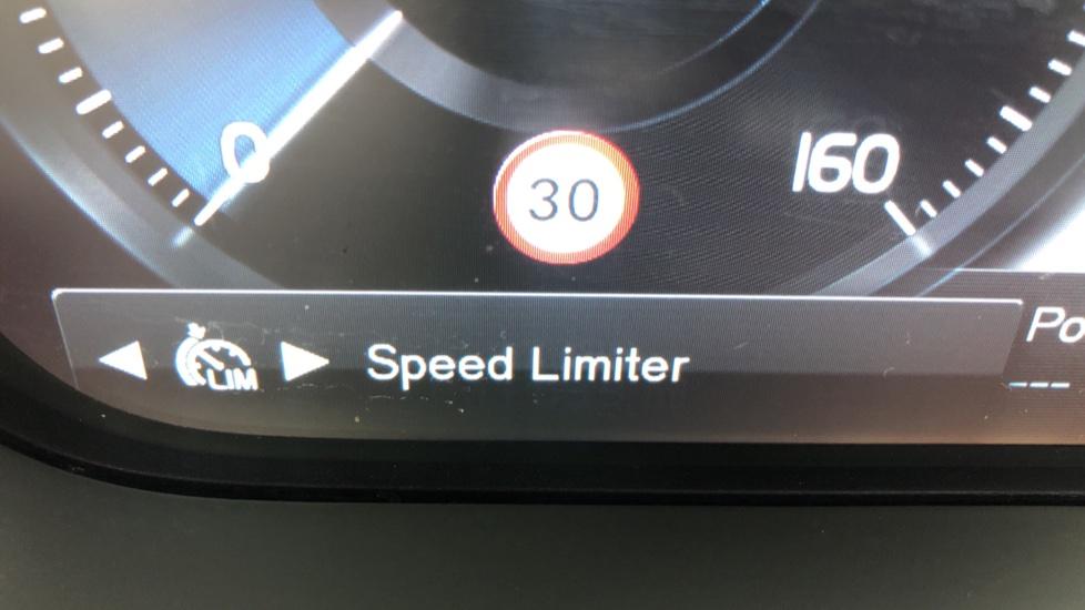 Volvo XC90 T8 Hybrid Momentum Pro Auto, Nav, Xenium Pk, S/Phone Integration, Heated Screen, PanoRoof image 15