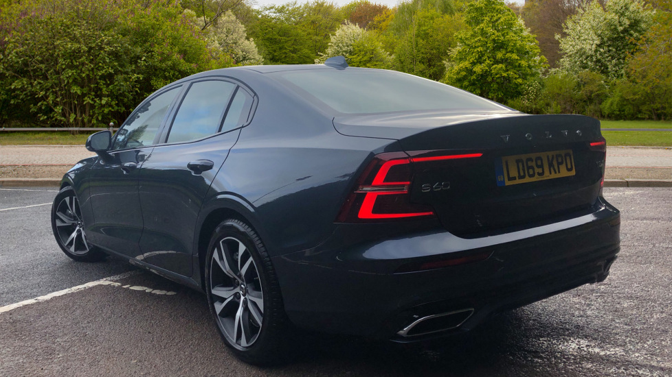 Volvo S60 2.0 T5 R Design Plus Nav Auto with Winter Pk, Head Up Display, Keyless Drive, Heated Steering Wheel image 3