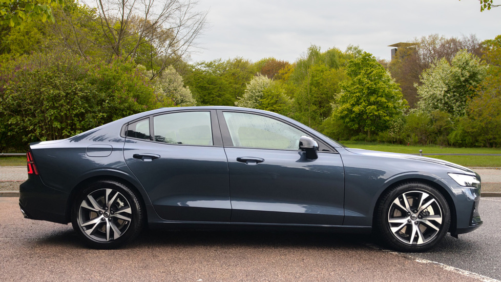 Volvo S60 2.0 T5 R Design Plus Nav Auto with Winter Pk, Head Up Display, Keyless Drive, Heated Steering Wheel image 4