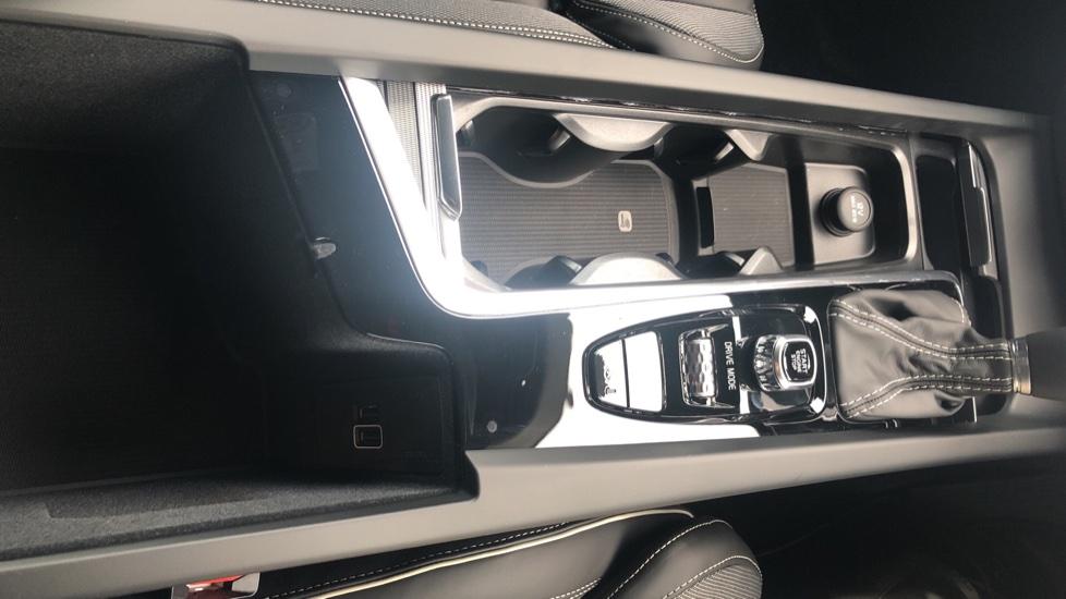 Volvo S60 2.0 T5 R Design Plus Nav Auto with Winter Pk, Head Up Display, Keyless Drive, Heated Steering Wheel image 26