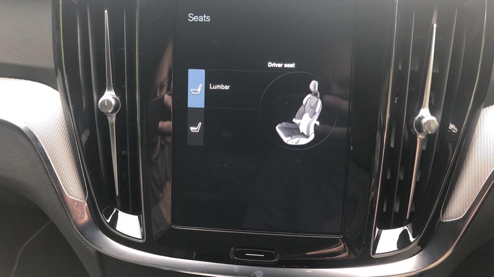 Volvo S60 2.0 T5 R Design Plus Nav Auto with Winter Pk, Head Up Display, Keyless Drive, Heated Steering Wheel image 17