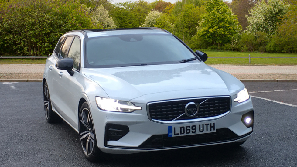 Volvo V60 2.0 D4 R Design Pro, Nav, Xenium Pack, Intellisafe Pro, HUD, 360 Camera, Panoramic Roof.  Diesel Automatic 5 door Estate (2020)