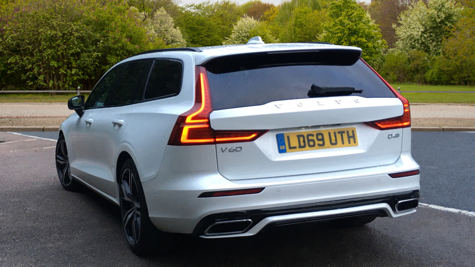 Volvo V60 2.0 D4 R Design Pro, Nav, Xenium Pack, Intellisafe Pro, HUD, 360 Camera, Panoramic Roof.  image 4
