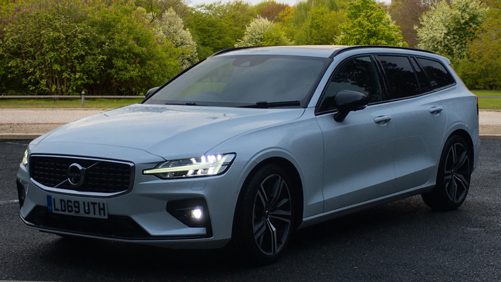 Volvo V60 2.0 D4 R Design Pro, Nav, Xenium Pack, Intellisafe Pro, HUD, 360 Camera, Panoramic Roof.  image 3 thumbnail