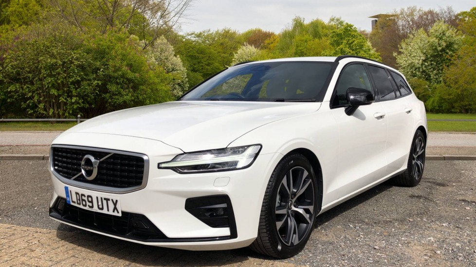 Volvo V60 2.0 D3 R Design Manual, Nav, F & R Parking Sensors, Heated Seats and Steering Wheel image 3 thumbnail