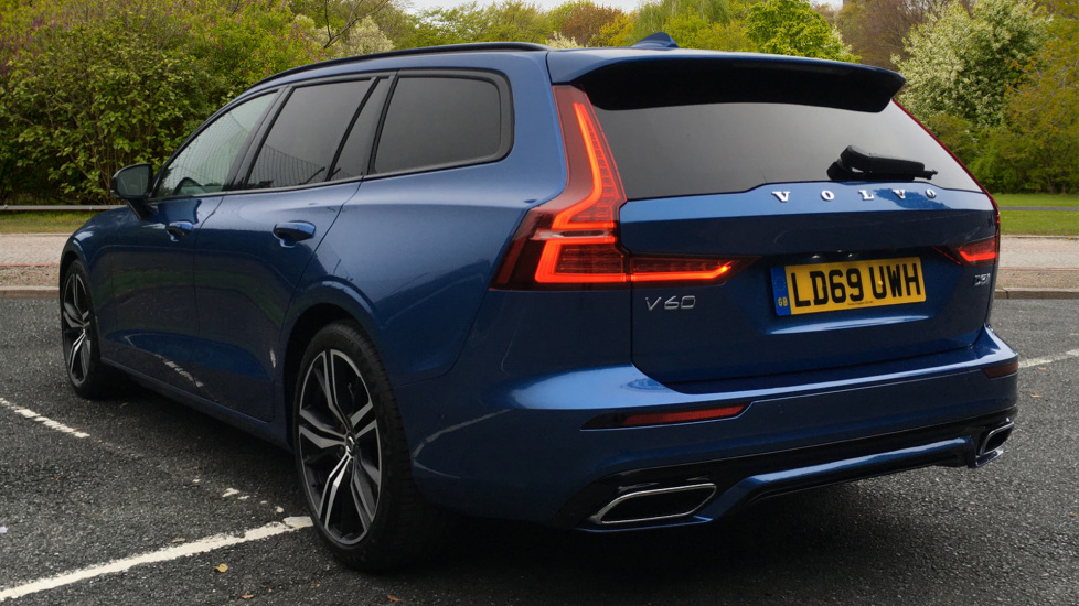 Volvo V60 2.0 D3 R Design Pro Nav Manual with Xenium Pk, BLIS, Heads Up, Auto Dimming Int & Ext mirrors image 4