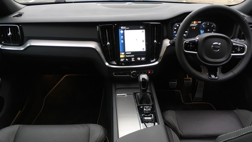 Volvo V60 2.0 D3 R Design Pro Nav Manual with Xenium Pk, BLIS, Heads Up, Auto Dimming Int & Ext mirrors image 15