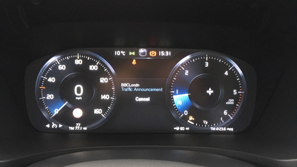 Volvo V60 2.0 D3 R Design Pro Nav Manual with Xenium Pk, BLIS, Heads Up, Auto Dimming Int & Ext mirrors image 16