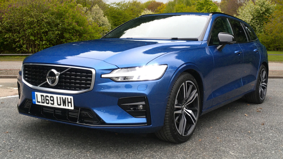 Volvo V60 2.0 D3 R Design Pro Nav Manual with Xenium Pk, BLIS, Heads Up, Auto Dimming Int & Ext mirrors image 3