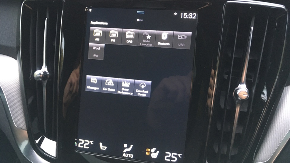 Volvo V60 2.0 D3 R Design Pro Nav Manual with Xenium Pk, BLIS, Heads Up, Auto Dimming Int & Ext mirrors image 9
