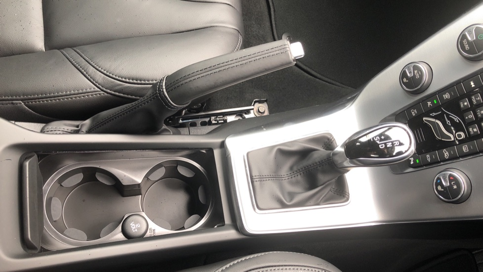 Volvo V40 D3 Inscription Edition Nav Auto with Winter Edn Pk, Active Bending Lights, F & R Sens & Rear Camera image 20