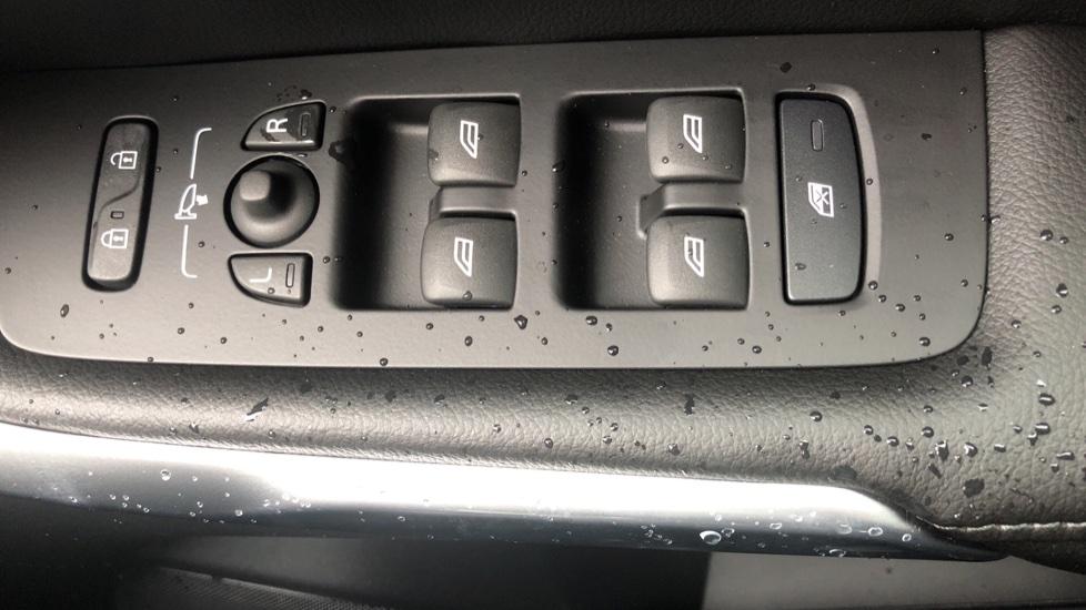 Volvo V40 D3 Inscription Edition Nav Auto with Winter Edn Pk, Active Bending Lights, F & R Sens & Rear Camera image 22