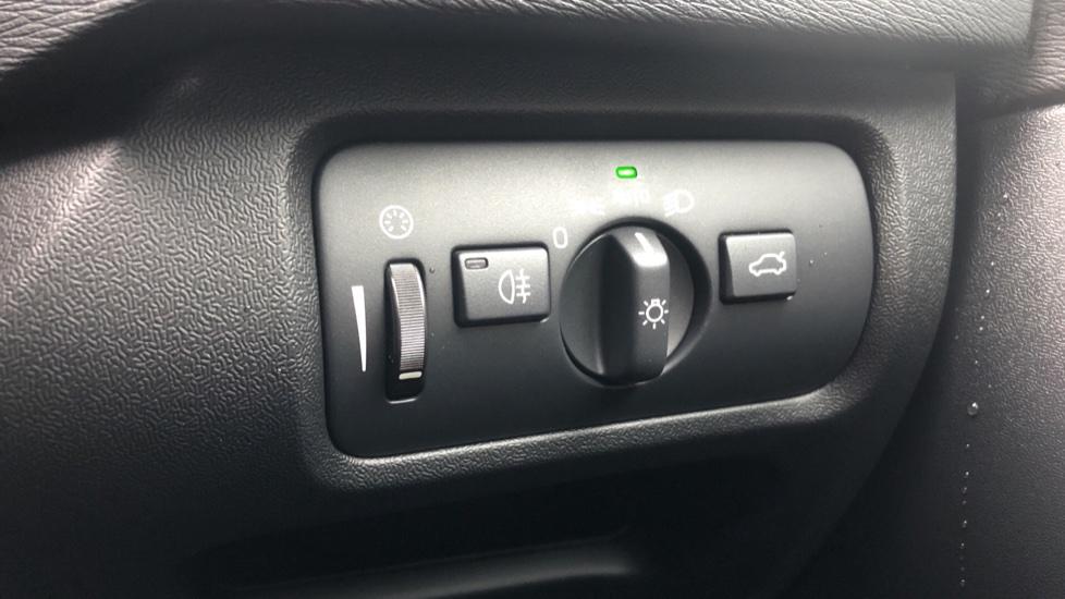 Volvo V40 D3 Inscription Edition Nav Auto with Winter Edn Pk, Active Bending Lights, F & R Sens & Rear Camera image 19