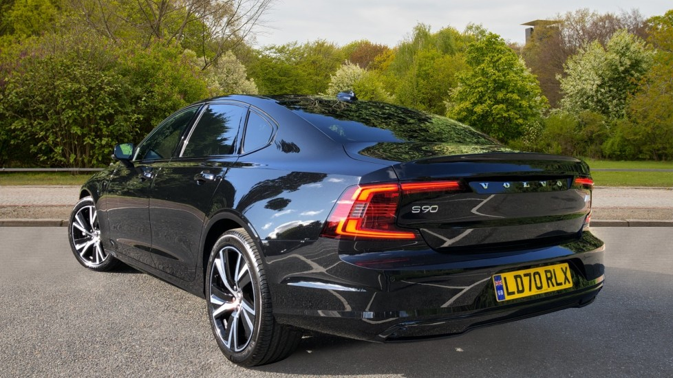 Volvo S90 T8 Recharge PHEV R Design AWD Auto, Climate Pack, Nav, Heated Screen, Rear Camera, Keyless Drive image 4