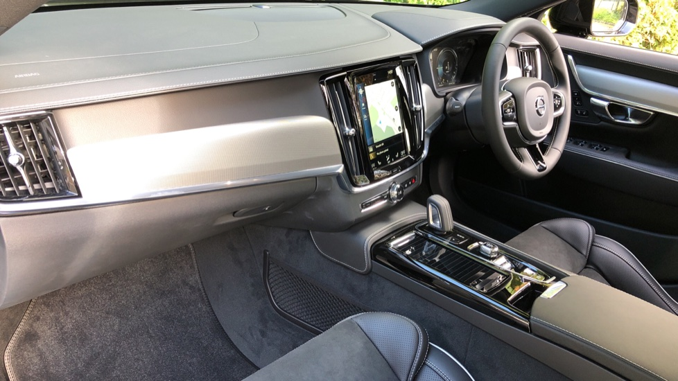 Volvo S90 T8 Recharge PHEV R Design AWD Auto, Climate Pack, Nav, Heated Screen, Rear Camera, Keyless Drive image 9