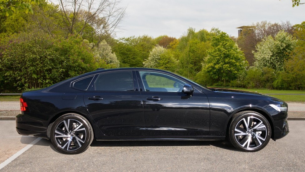 Volvo S90 T8 Recharge PHEV R Design AWD Auto, Climate Pack, Nav, Heated Screen, Rear Camera, Keyless Drive image 2