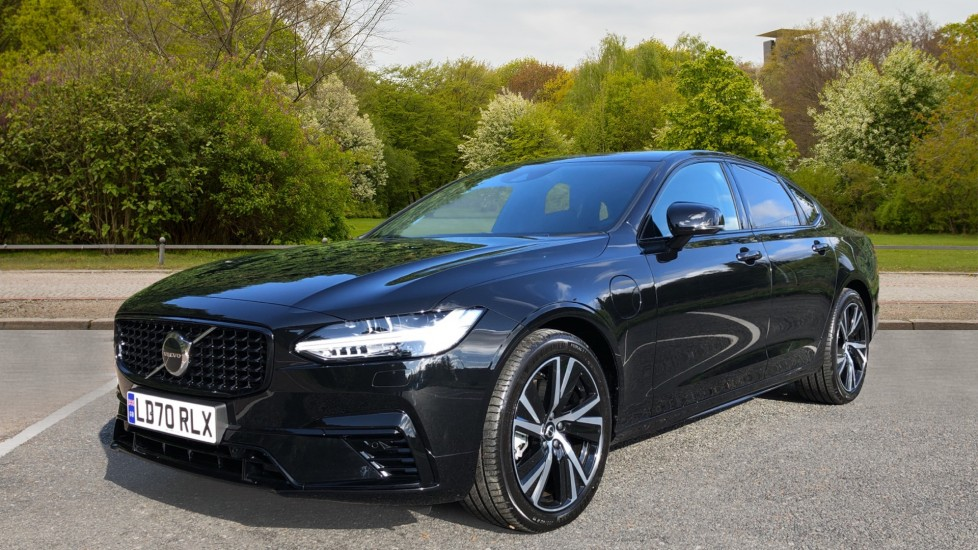 Volvo S90 T8 Recharge PHEV R Design AWD Auto, Climate Pack, Nav, Heated Screen, Rear Camera, Keyless Drive image 3