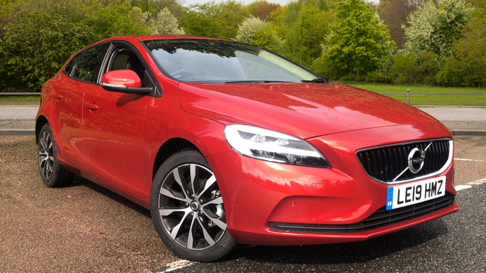 Volvo V40 D2 [122] Momentum Edition Nav Plus, Winter Edition Pack, Fnt Park Sensors, 17 Inch Wheels 2.0 Diesel 5 door Hatchback (2019)