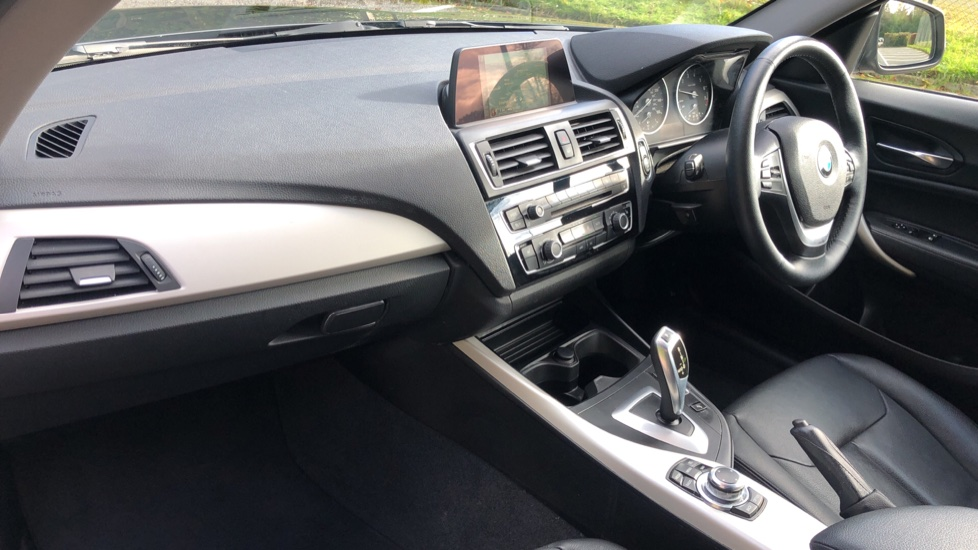 BMW 2 Series 218i SE Coupe Auto, Nav, Xenon Headlights, DAB Radio, Rear Camera, Front and Rear Sensors image 8
