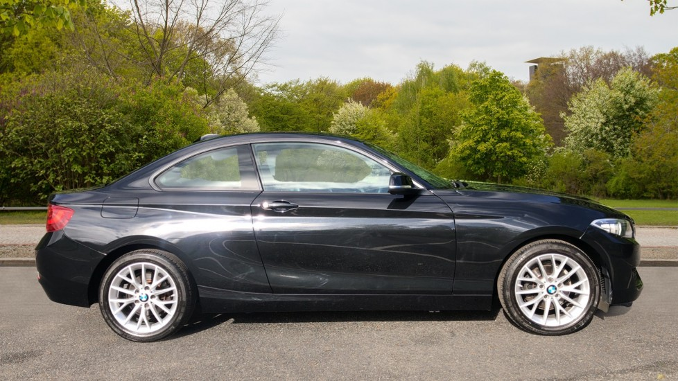 BMW 2 Series 218i SE Coupe Auto, Nav, Xenon Headlights, DAB Radio, Rear Camera, Front and Rear Sensors image 2