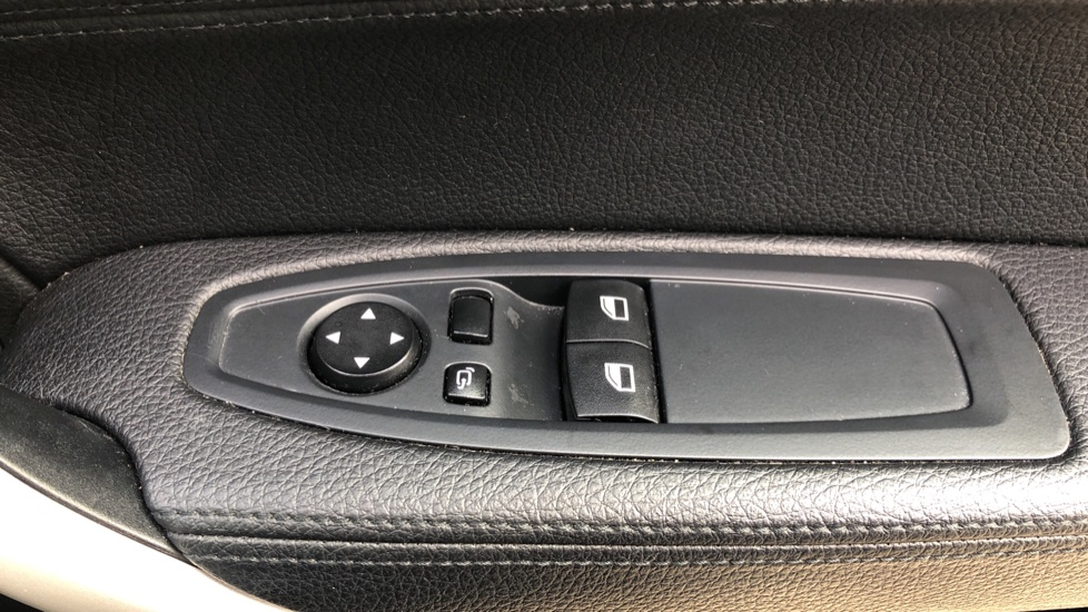BMW 2 Series 218i SE Coupe Auto, Nav, Xenon Headlights, DAB Radio, Rear Camera, Front and Rear Sensors image 31