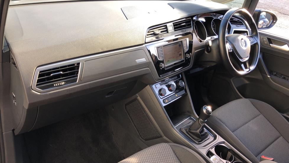 Volkswagen Touran 1.6 TDI 115 SE Family Manual, Nav, Sunroof, Adaptive Cruise, DAB Radio, Front & Rear Sensors image 9