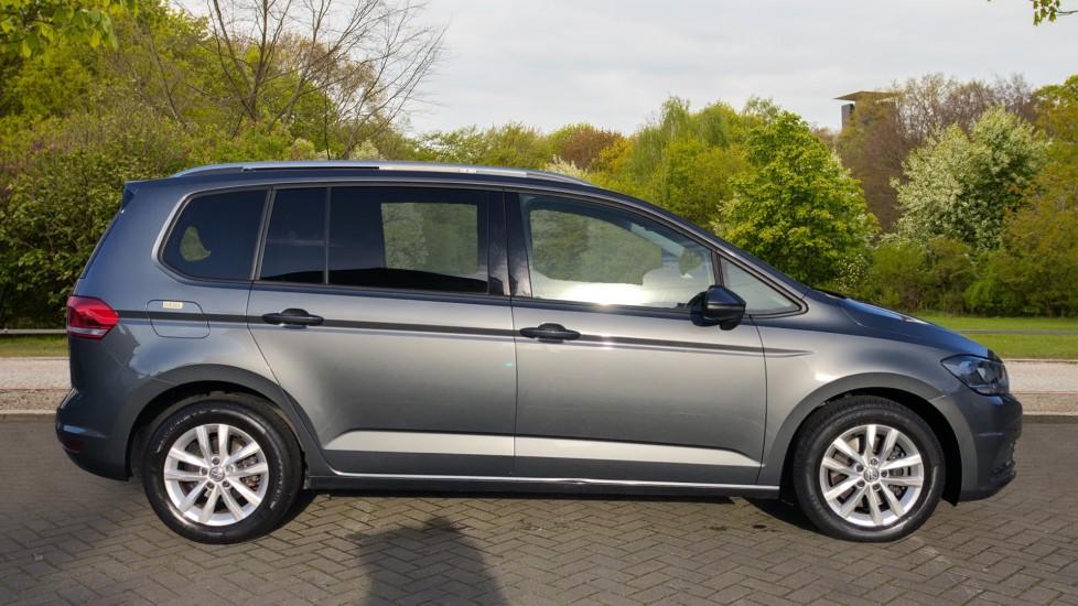 Volkswagen Touran 1.6 TDI 115 SE Family Manual, Nav, Sunroof, Adaptive Cruise, DAB Radio, Front & Rear Sensors image 2