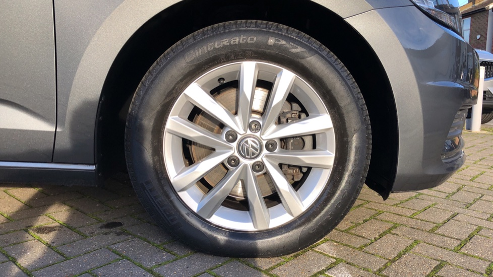 Volkswagen Touran 1.6 TDI 115 SE Family Manual, Nav, Sunroof, Adaptive Cruise, DAB Radio, Front & Rear Sensors image 26