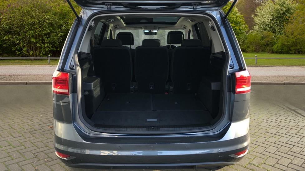 Volkswagen Touran 1.6 TDI 115 SE Family Manual, Nav, Sunroof, Adaptive Cruise, DAB Radio, Front & Rear Sensors image 27
