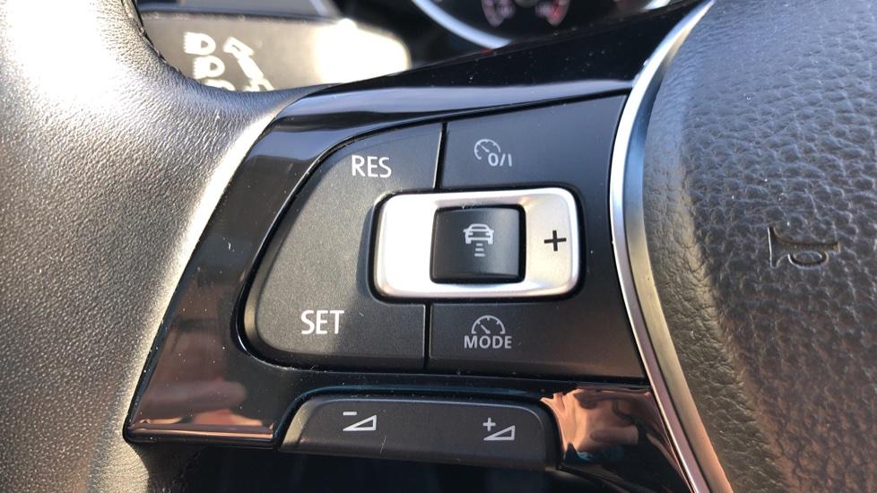 Volkswagen Touran 1.6 TDI 115 SE Family Manual, Nav, Sunroof, Adaptive Cruise, DAB Radio, Front & Rear Sensors image 11